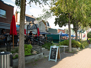 Restaurants, bars and terraces on Sainte-Anne Street