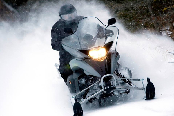 Snowmobile rental center Le Royal Laurentien