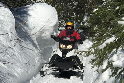 Top Location Motoneiges Charlevoix - 4-hour snowmobile, snowshoe, spa, museum Passport