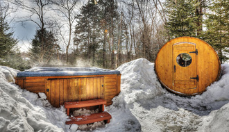 Hot tub and sauna at the Fiddler Lake Resort
