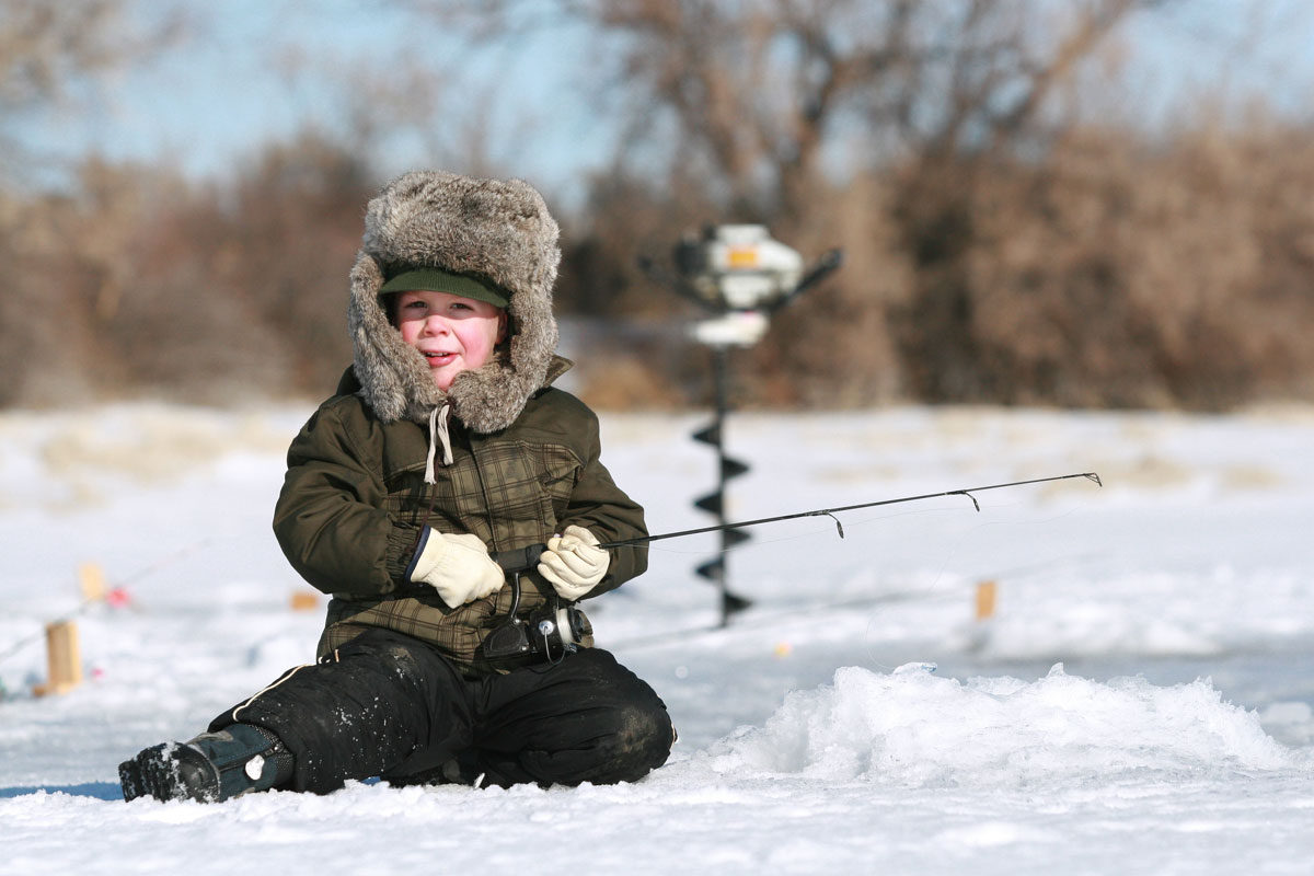 Ice fishing: a different way to enjoy winter!